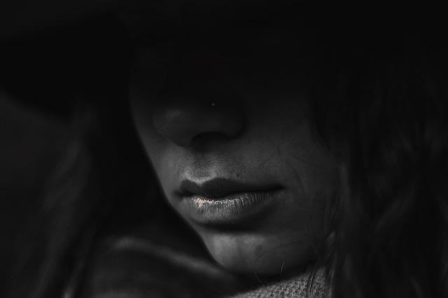 Depresja ból smutek smutna kobieta